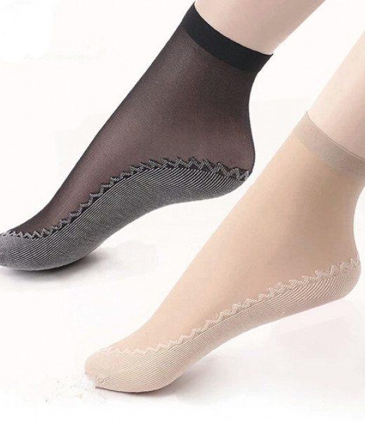 slip-resistant-socks