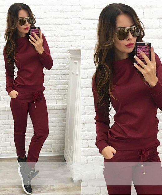 Women-tracksuit-red-wine